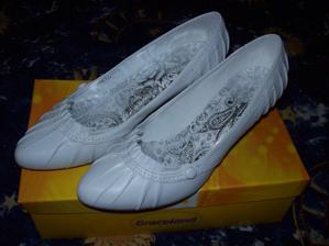 moje svadobné topánky...zakúpené v Deichmanne