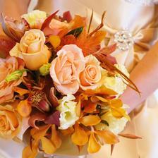 Ruže, orchidei, pierka