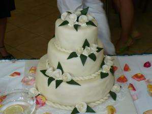 takový budu mít akorát růže bordó a nahoře marcipánová nevěsta se ženichem