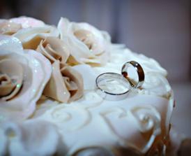 Svadobna torta a prstienky
