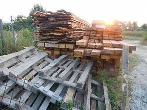 20.7.2010.Máme aj  drevo na krov.