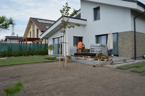Nový domov II - Z terasy to pekne ubúda