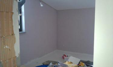 spálňa vymaľovaná.