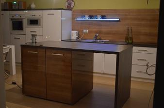 kuchyna- este nie dokončená, ale slúži nám