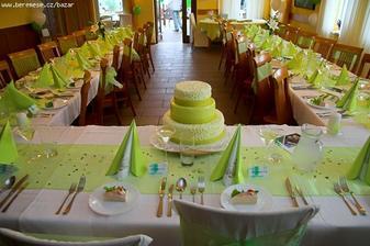Krásná tabule a dort