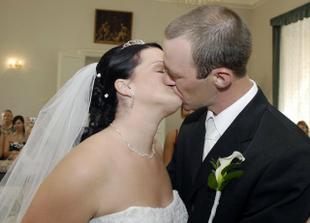 a první manželský polibek :o)