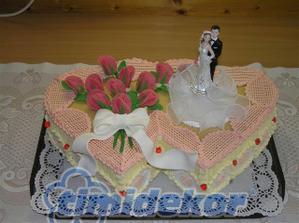 Pěkný dortík, ale vyladíme ho do jiné barvičky :-)