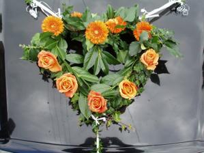 dekorace na nevěstino auto