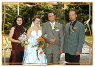 svědkové: nevěstina sestra a ženichův bratranec