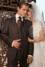 Tak takto by měl vypadat ženich, sako a košile už je, jen váháme co s tou kravatou a vestou, zda dohněda nebo jinak...