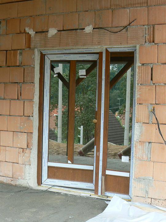 Vchodové dveře (teď už taky bez ochranných folií a umyté :o))