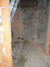 Budoucí schodiště. Protože nebudeme schody betonovat, tak po tom žebříku budeme lozit ještě dlouho :o)