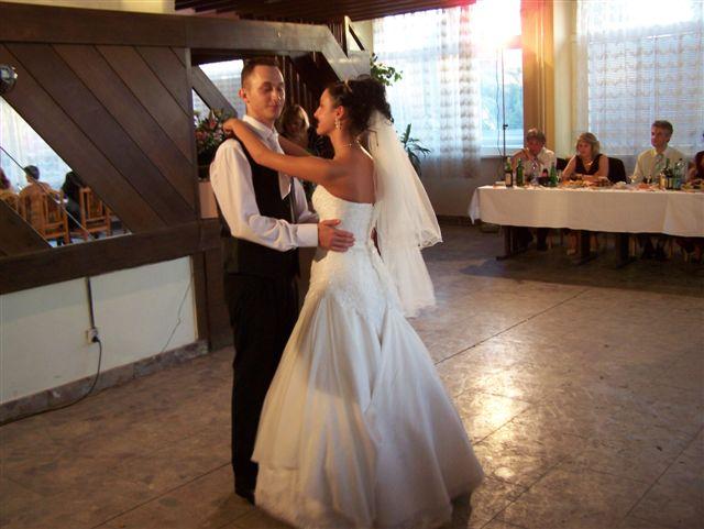 Veronika Totková{{_AND_}}Marek Fajnor - prvý tanec :O)