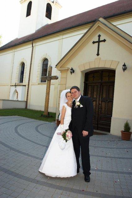 Mirka Jaslovská{{_AND_}}Paľko Farkaš - Mladomanželia pred kostolíkom