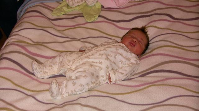 Mirka Jaslovská{{_AND_}}Paľko Farkaš - takýto krásny drobček sa nám narodil 19.10.2007 (Emka, 3400g, 49 cm)