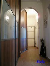 Do vyplne dveri este pribudli predelove listy, aby lepsie harmonizovali so skrinami
