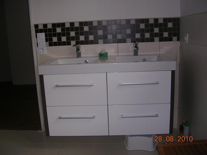 Moje vysněná umyvadlová skříňka /proto byl sprchový kout z výprodeje :-)