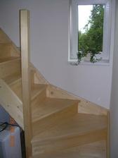 schody do podkroví - ložnice - koupena stavebnice od výrobce - levné, ale celkem pěkné řešení. Nelitujeme :-)