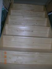 detail schodiště, zábradlí musíme doladit..líbilo by se mi dřevěné madlo a výplň ze sítí, tak uvidíme