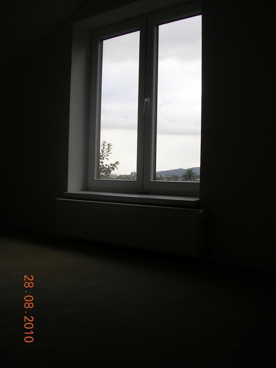 Okno v ložnici