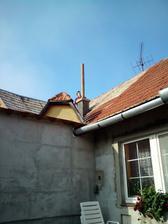 ...docasne sme komin takto vyriesili,kym este nie je postavena nova cast domu...