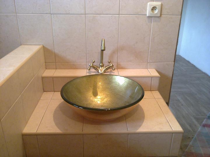 Urob si sám , montovaný dom - umývadlo kúpelňa
