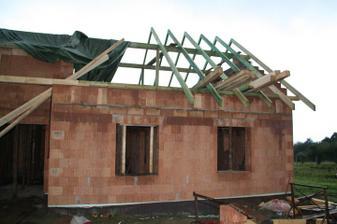 konečně se dělá střecha
