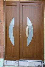 vchodové dveře zatím bez kování