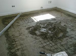 začínáme betonovat podlahy