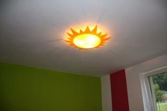 pověšené světlo, ikea ale nedoporučuji, dá minimum světla