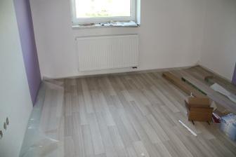 podlaha v ložnici téměř dokončená