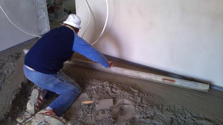 Bungalov 100 - interiér - Do garáže stačí betón.