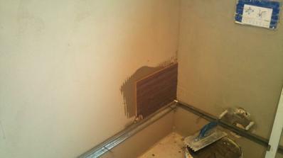 Prvá obkladačka v kúpelni.