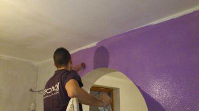 Začíname malovať.