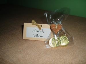 """""""zkušební"""" jmenovka a dáreček pro svatebčany ( čokoládové penízky a ručně dělané srdíčka z keramiky )"""