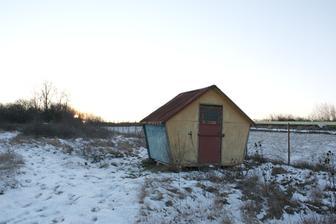 Náš dom :-) nulový takže bez komína, ale steny dýchajú.