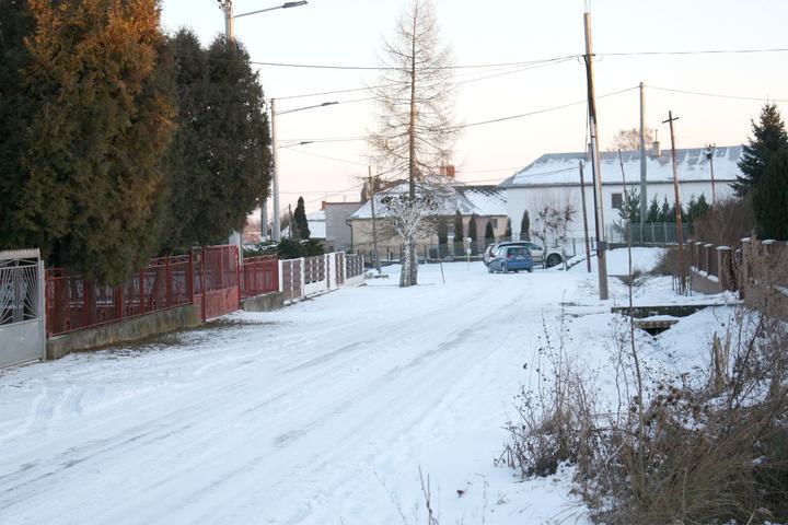 Naša ulica, smer do dediny.