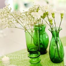 zelené sklo, moc pěkné s bílými květy
