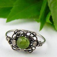 Ten je krásný, zásnubní není ale líbil by se mi :-)) jmenuje se irské jaro :-) je tam broušený olivín, krása