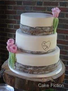 Srpnová svatba - taky krásný, hodí se k nám i ty tulipány :-)) favorit č.2, uvidíme co na to naše cukrářka