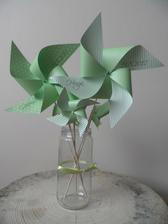 větrníčky od lukianny s naším jménem a datem svatby :-) na focení :-)