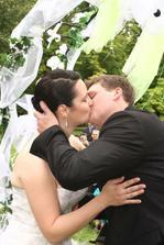 a první novomanželské políbení :-)