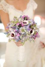 ta fialová je taková něžná barva s bílou :-)