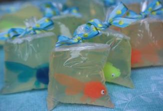 dárečky pro hosty :-) nejlepe by byla zlatá živá rybka :-)