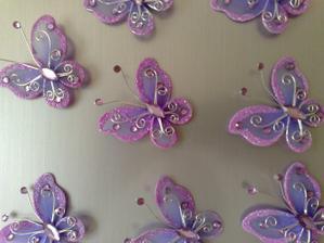 to jsou motýlci na výzdobu jsou krásný tři jsem použila na cylindr na auto :-)