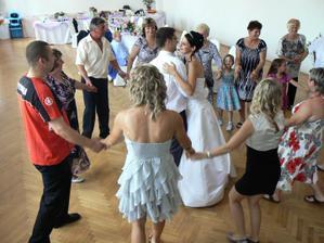 první tanec novomanželů...Sladce borůvkováááá