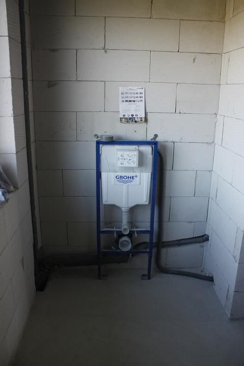 Optimal 1039, Interiér - Závesné WC
