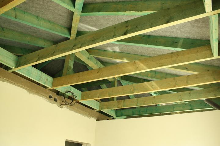 Optimal 1039, Interiér - Krokvy na uchytenie sklenenej vaty