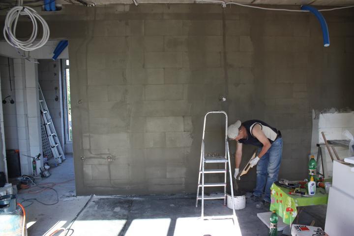 Optimal 1039, Interiér - Príprava steny na omietku Baumit Maxima