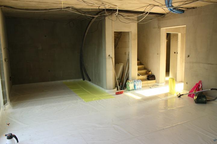 Optimal 1039, Interiér - Obývačko-kuchyňa pred podlahovkou